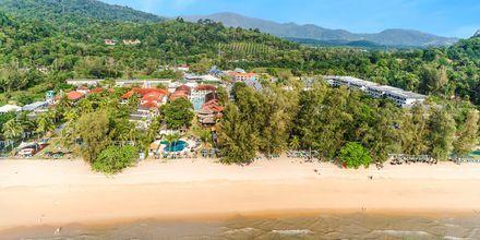 Stranden utanför hotellet The Hive Khao Lak Beach Resort.