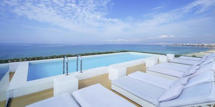 Poolområdet på taket på HM Tropical, Mallorca.
