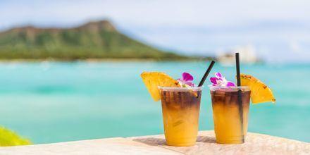 """Drinken """"Mai Tai"""" härstammar från Hawaii och serveras på många ställen i Honolulu. Skål!"""