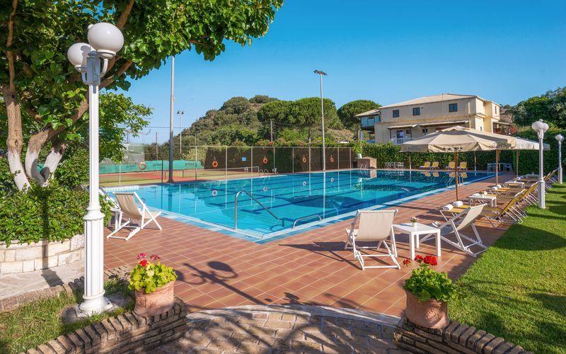 Pool på Hotel Sivota i Sivota, Grekland.