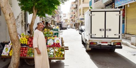 Köp färska frukter i Hurghada, Egypten.