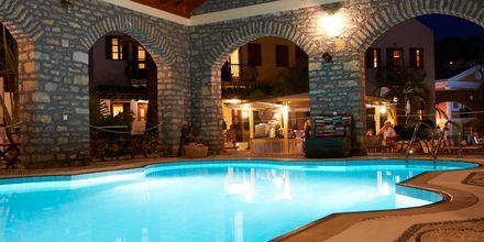 Poolen på hotell Iapetos Village på Symi, Grekland.