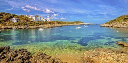 Port de Portinatx är en vacker vik på Ibiza.