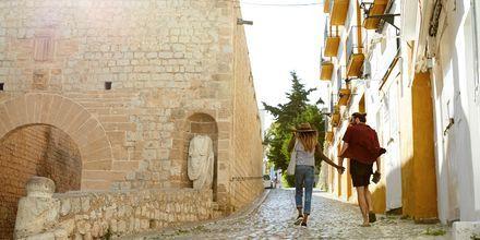 Ibiza passar både par, barnfamiljer och kompisgäng.