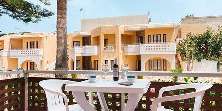 Enrumslägenhet på hotell Ideal Beach på Kreta.