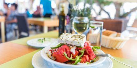 God mat på hotell Ideal Beach på Kreta, Grekland.