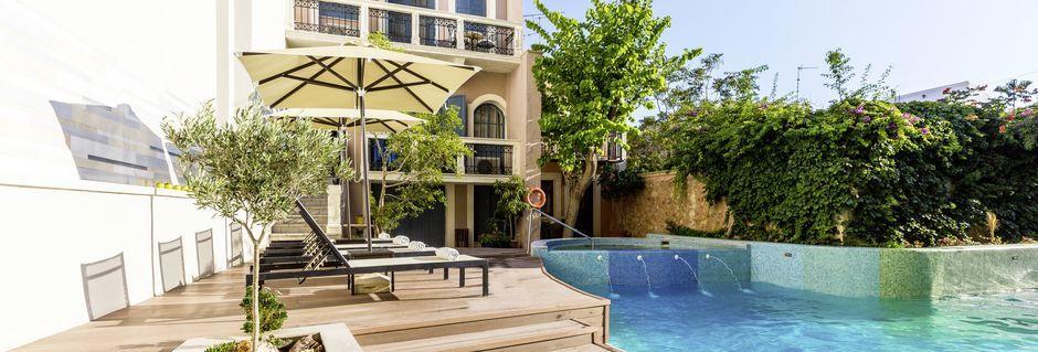Poolområdet på hotell Ideon i Rethymnon stad på Kreta, Grekland.