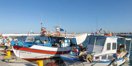 Pittoreska båtar i hamnen i Ierapetra på Kreta, Grekland.