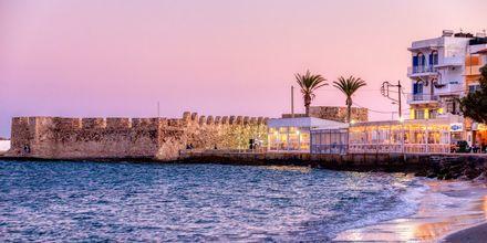 Solnedgång i Ierapetra på Kreta, Grekland.