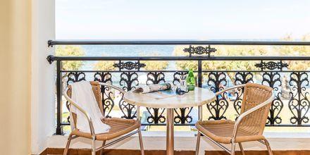 Balkong i dubbelrum på hotell Iliessa Beach i Argassi på Zakynthos.