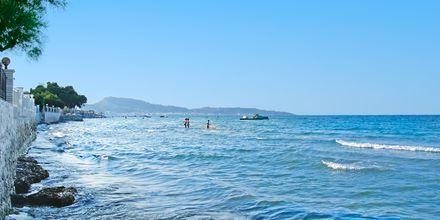 Stranden vid hotell Iliessa Beach i Argassi på Zakynthos, Grekland.