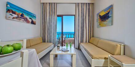 Tvårumslägenhet med havsutsikt på hotell Indigo Mare i Platanias, Kreta.
