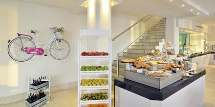 Frukost på hotell INNSiDE by Melia Cala Blanca.