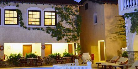 Poolen på hotell Ino Village på Samos, Grekland.