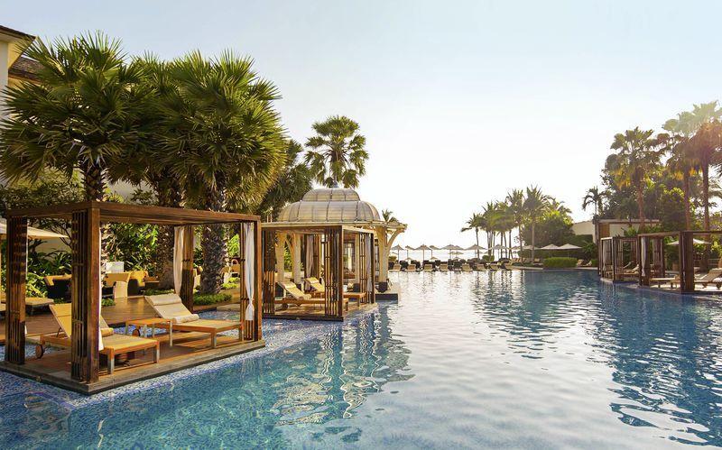 Poolområdet på Intercontinental Hua Hin Resort i Thailand.