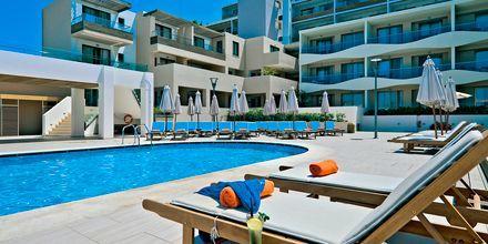 Poolområde på hotell Iolida Star i Agia Marina, Kreta.
