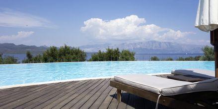 Pool på hotell Ionian Blue på Lefkas, Grekland.