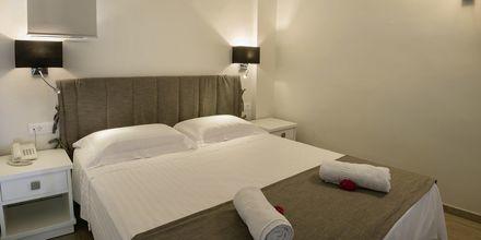 Tvårumslägenhet i etage på hotell Iperion i Rethymnon, Kreta.