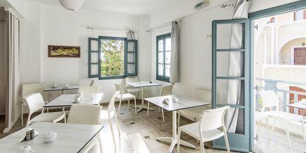 Frukostrum på hotell Iris i Kamari, Santorini.