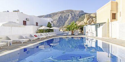 Pool på hotell Iris i Kamari, Santorini.