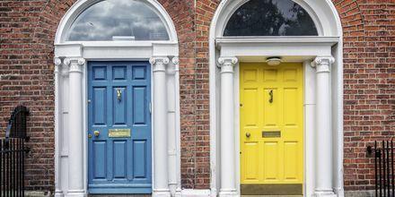 Färgglada husdörrar i Dublin.