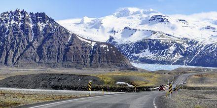 Ett hett tips är att hyra bil och åka runt på Island!