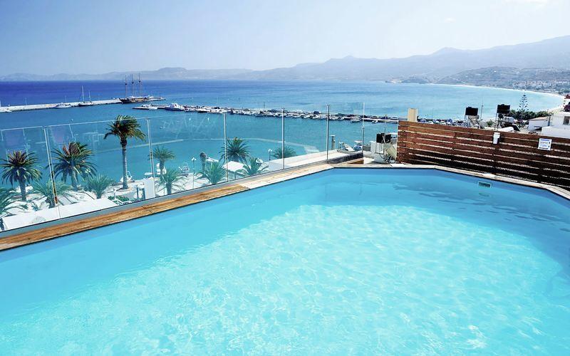 Takpool på hotell Itanos i Sitia på Kreta, Grekland.