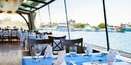 Den flytande à la carte-restaurangen DiZAS på hotell JA Beach i Dubai.