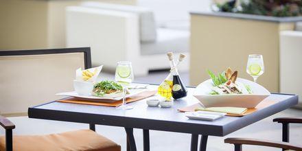 Restaurang/Bar The Deck på hotell JA Ocean View i Dubai, Förenade Arabemiraten.