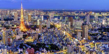 Tokyo i Japan på kvällen.