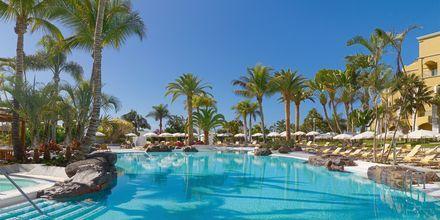 Poolområdet på hotell Jardines De Nivaria i Costa Adeje på Teneriffa.