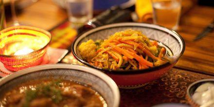 En vanlig måltid i Johannesburg - grytor av olika slag som serveras med rotfrukter.