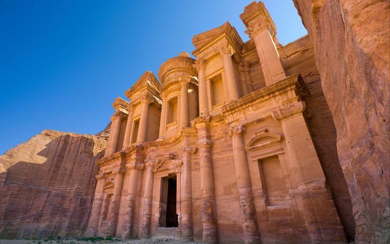 Klostret al-Deir i Petra, Jordanien.