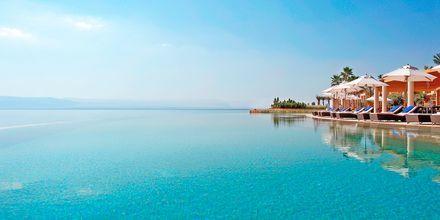 Vid Döda havet finns flera hotell med lyxiga spaanläggningar.