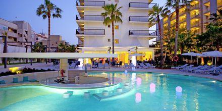 Poolområde på hotell JS Palma Stay i Playa de Palma på Mallorca.