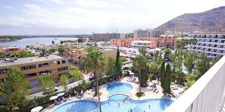 Poolområde på hotell JS Sol de Alcudia, Mallorca.