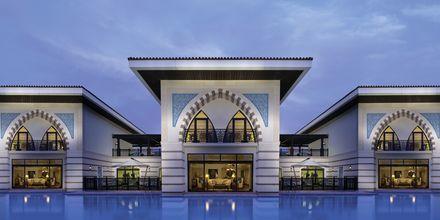 Poolområde på hotell Jumeirah Zabeel Saray på Dubai Palm Jumeirah, Förenade Arabemiraten.