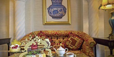 Afternoon tea i Sultans Lounge på hotell Jumeirah Zabeel Saray på Dubai Palm Jumeirah, Förenade Arabemiraten.