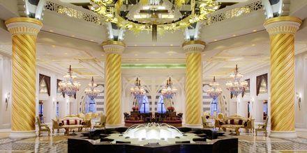 Lobbyn på hotell Jumeirah Zabeel Saray på Dubai Palm Jumeirah, Förenade Arabemiraten.