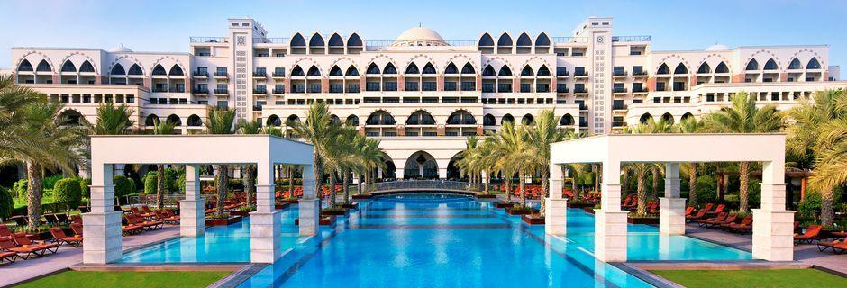 Hotell Jumeirah Zabeel Saray på Dubai Palm Jumeirah, Förenade Arabemiraten. Vänligen notera att poolen kommer genomgå underhållsarbete mellan 5-20 maj 2019.
