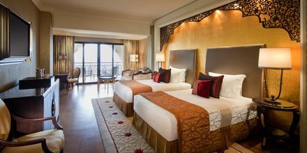 Deluxerum på hotell Jumeirah Zabeel Saray på Dubai Palm Jumeirah, Förenade Arabemiraten.