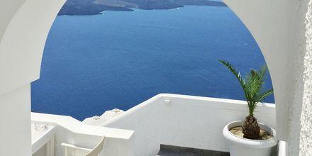 Utsikt från hotell Kaferies Blue på Santorini, Grekland.