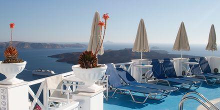 Solterrass på Hotell Kafieris Blue på Santorini, Grekland.