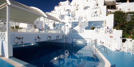 Poolen på Hotell Kafieris Blue på Santorini, Grekland.