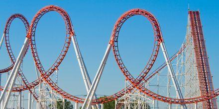 Ber-och-dalbana i nöjesparken Six Flags Magic Mountain.