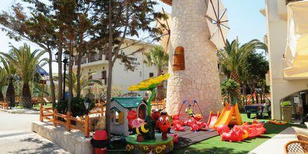 Lekplatsen på hotell Kalives Beach på Kreta, Grekland.