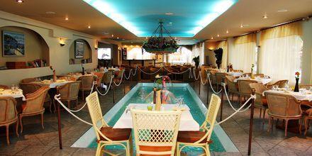 Restaurangen på hotell Kalives Beach på Kreta, Grekland.