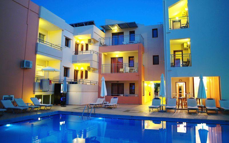 Poolen på hotell Kallitsaki på Kreta i Grekland.