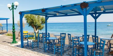 Strandpromenaden i Kamari är fylld med härliga restauranger.