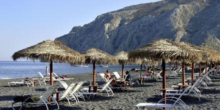 Stranden i Kamari på Santorini, Grekland.